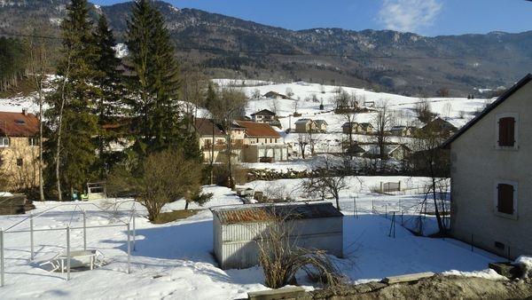 Monts-Jura Jardin en hiver depuis l'appartement - Location de vacances - Chézery-Forens