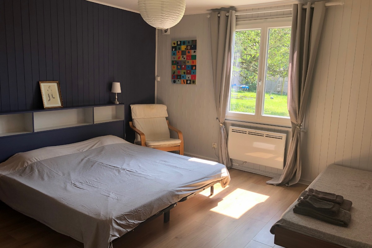 Chambre 1, vue jardin - Location de vacances - Divonne-les-Bains