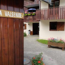 Entrée Résidence et local vélos - Location de vacances - Mijoux