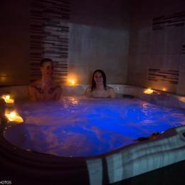 Le spa 6 places - Chambre d'hôtes - Tossiat