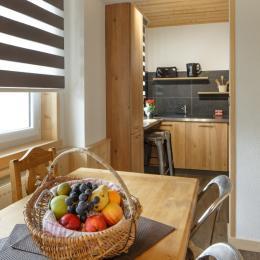 Vue sur coin cuisine - Location de vacances - Mijoux