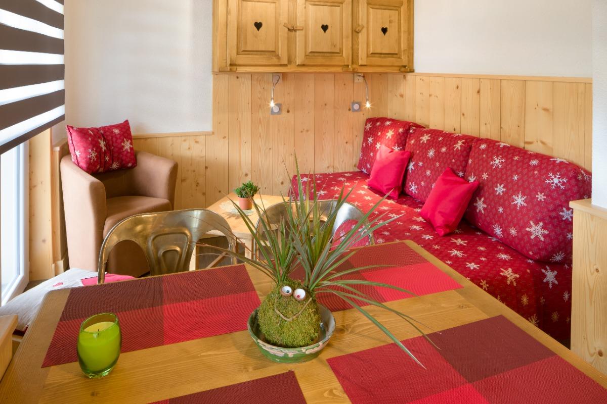 Vue sur salon avec couchage lit double - Location de vacances - Mijoux