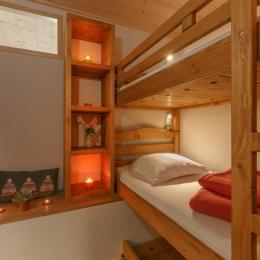 Salon avec son canapé convetible - Location de vacances - Mijoux