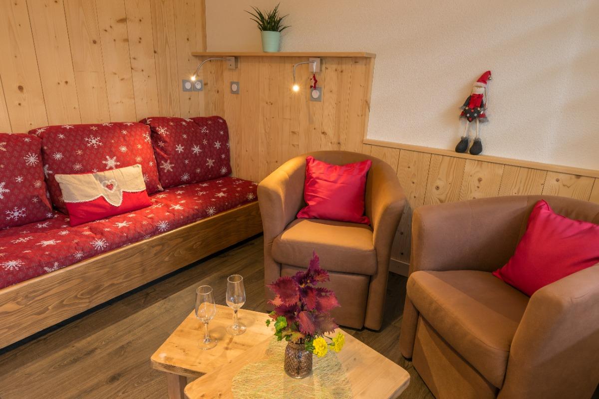 Coin salon avec couchage lit double - Location de vacances - Mijoux