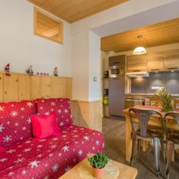 Vue sur coin salon et cuisine - Location de vacances - Mijoux