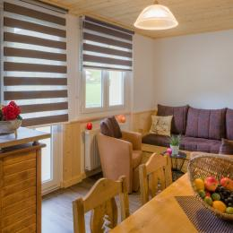 Vue sur coin salon (pas de couchage dans le salon) - Location de vacances - Mijoux