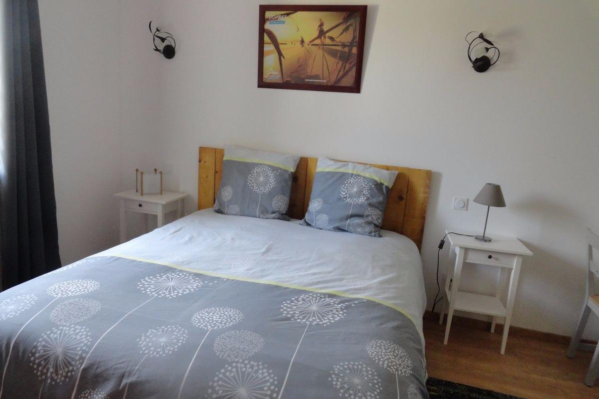 Ferme Passion - Chambre Dombes - Lit 160x200 - Chambre d'hôtes - Saint-Trivier-sur-Moignans