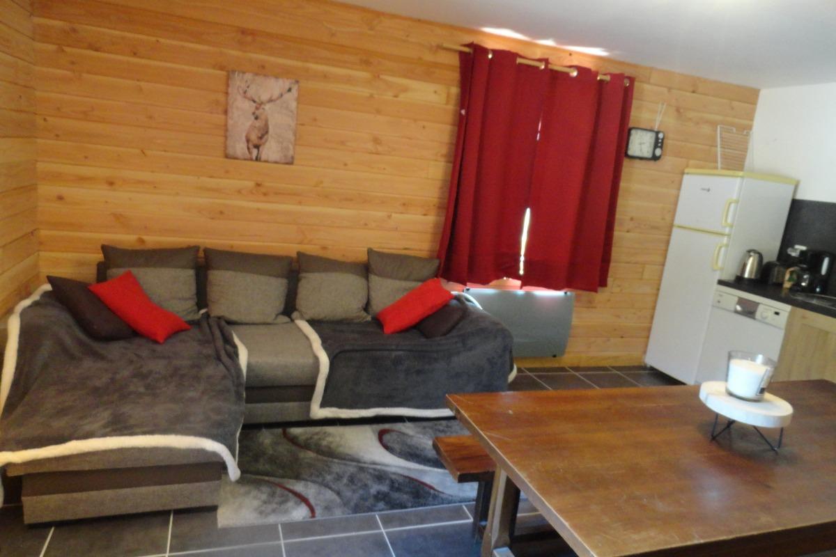 Gîte La Gentiane- La Cascade 6-8 Pers - Séjour-Salon - Location de vacances - Chézery-Forens