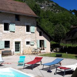 Gîte côté piscine/cour - Location de vacances - Lhuis