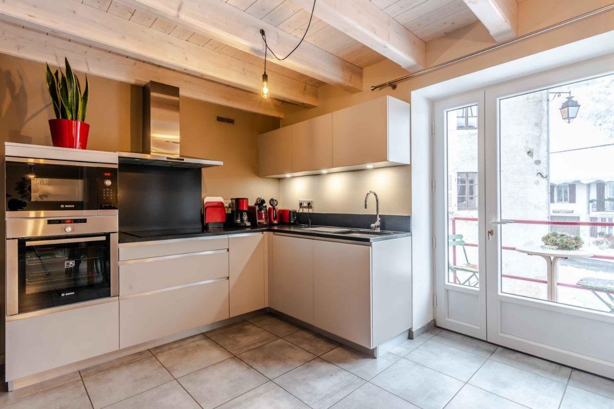 cuisines séjour ,balcon  - Location de vacances - Chézery-Forens