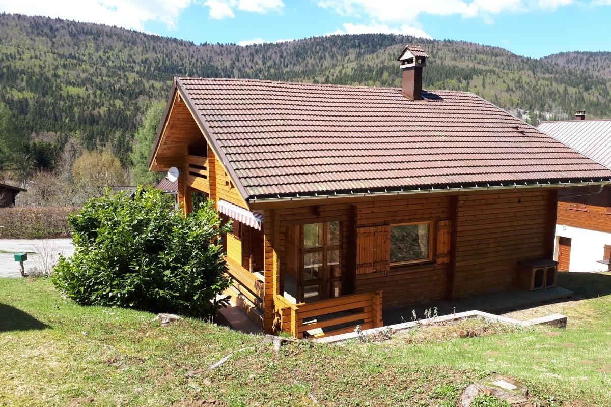 Chalet Courte Planche - Salon avec poêle à bois - Location de vacances - Mijoux