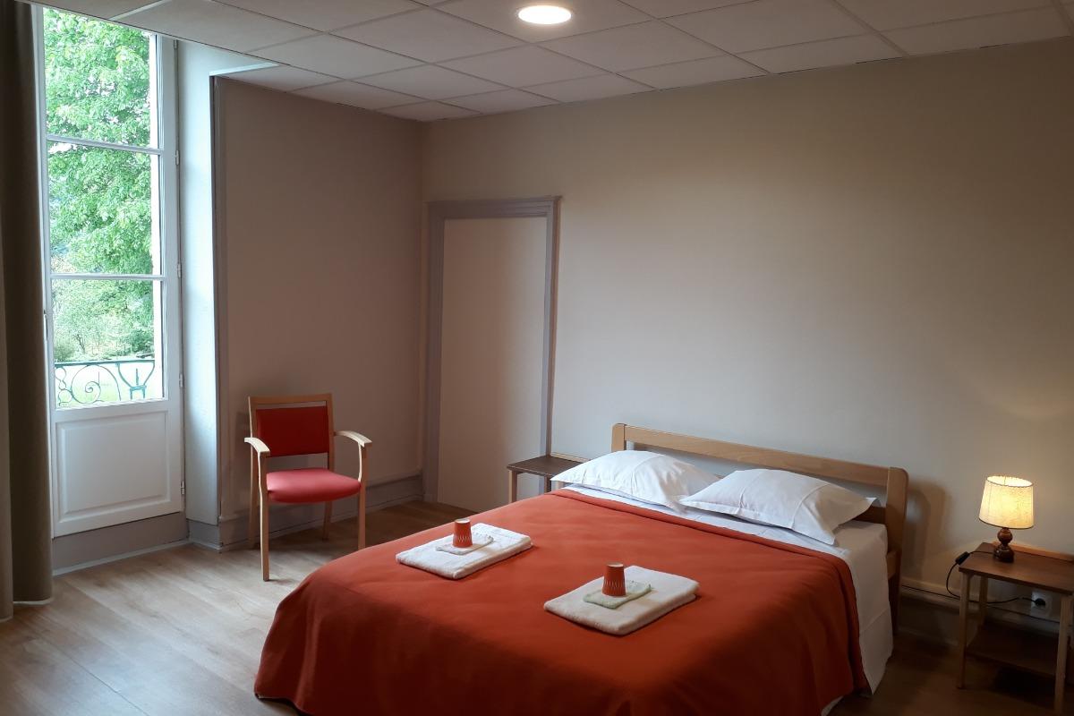 Chambre double accueil PMR -  - Chambre d'hôtes - Saint-Rambert-en-Bugey