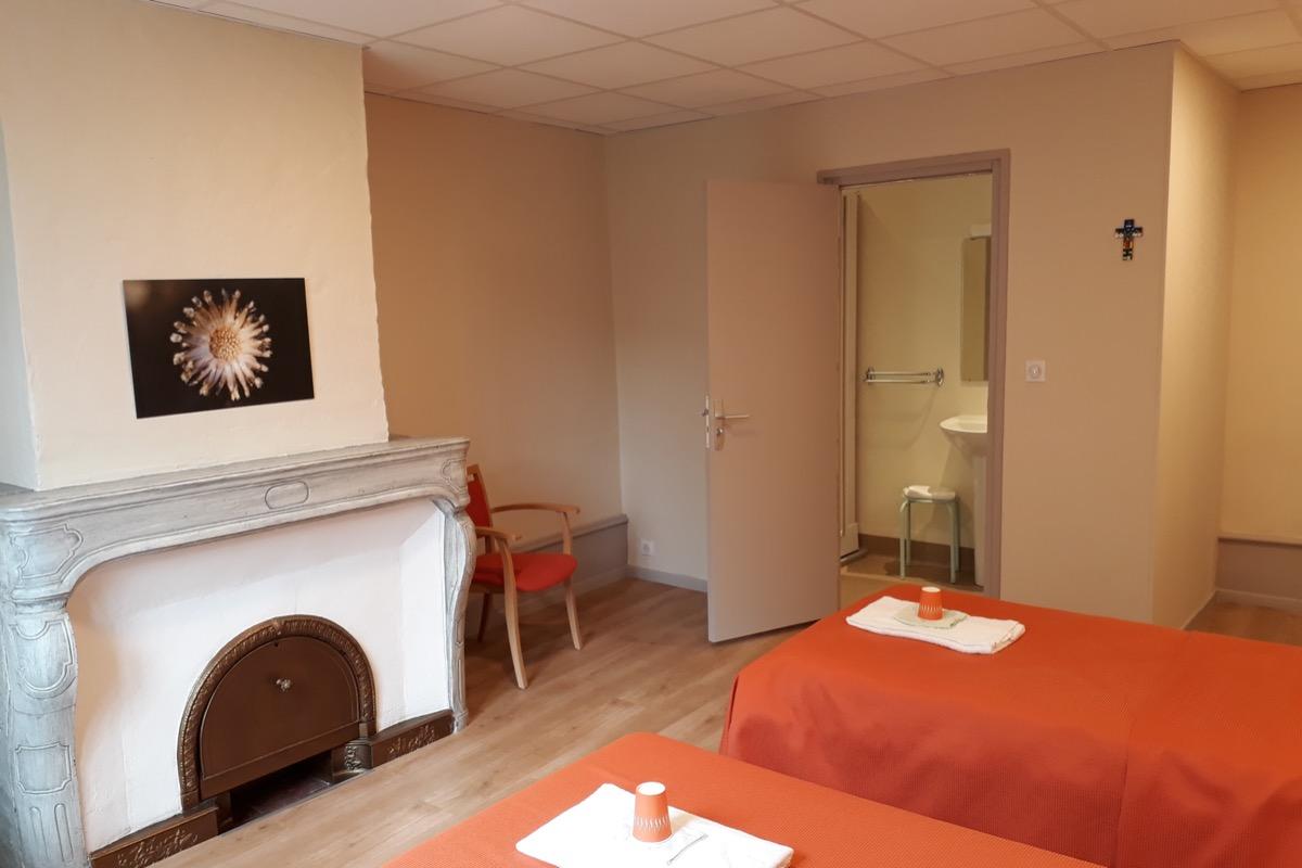 Chambre twin avec lit d'appoint  - Chambre d'hôtes - Saint-Rambert-en-Bugey
