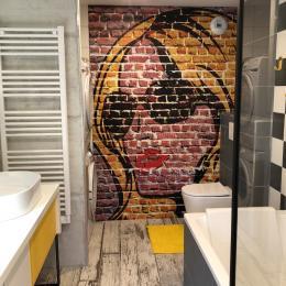 salle de bain RDC - Location de vacances - Ceyzérieu