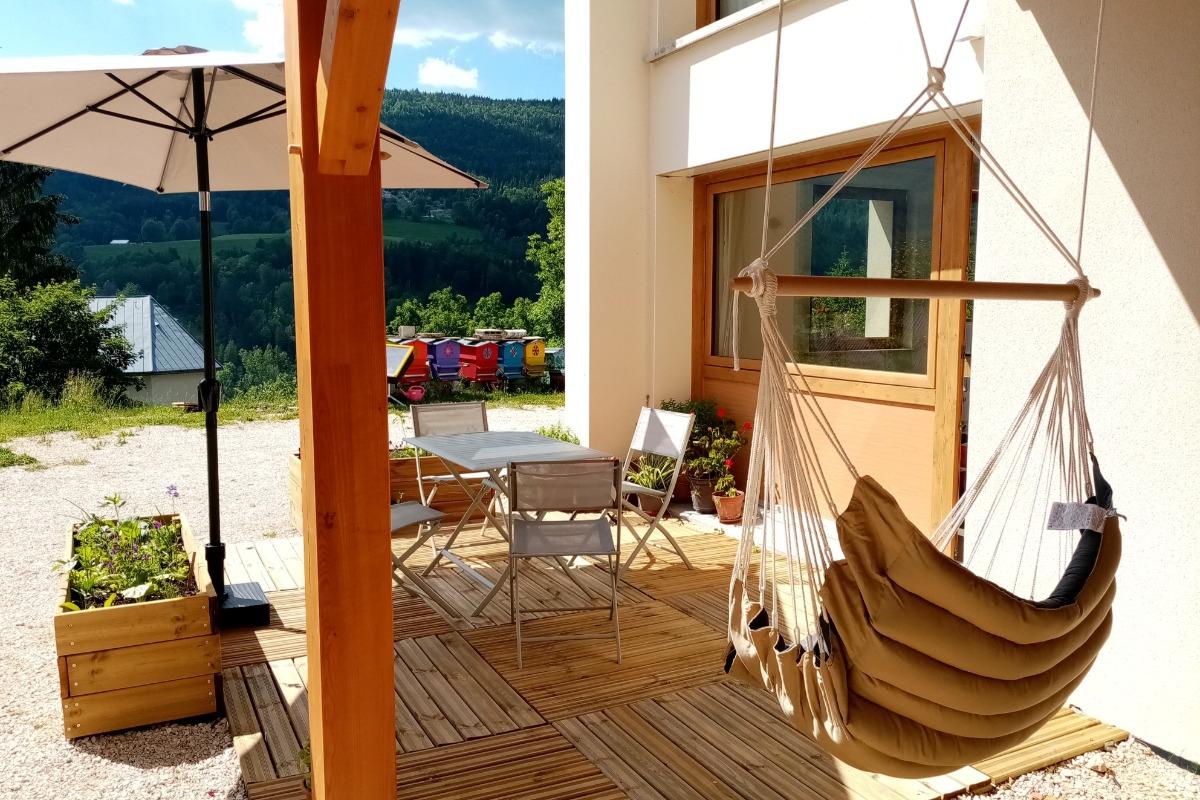 Gîte La Pierre à Sel, Vue de la terrasse  - Location de vacances - Lélex