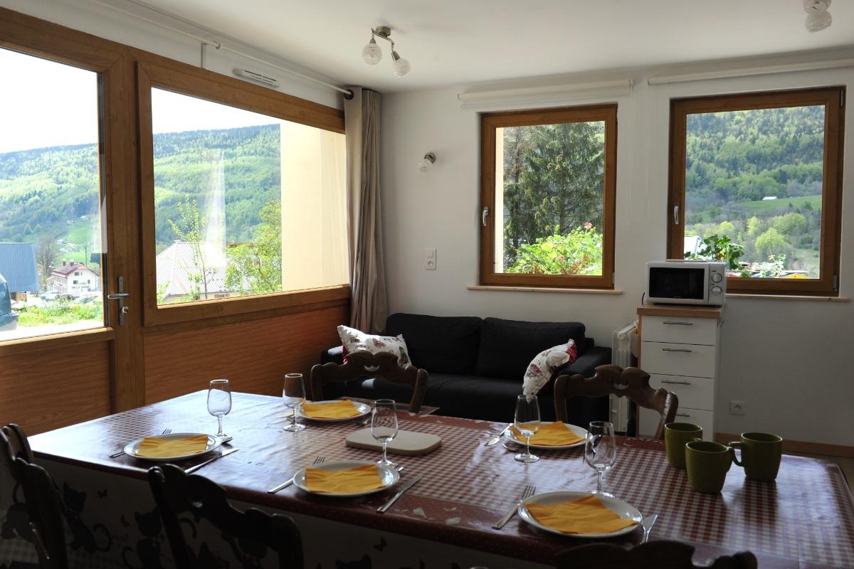 Gîte La Pierre à Sel - Séjour avec vue sur la vallée - Location de vacances - Lélex