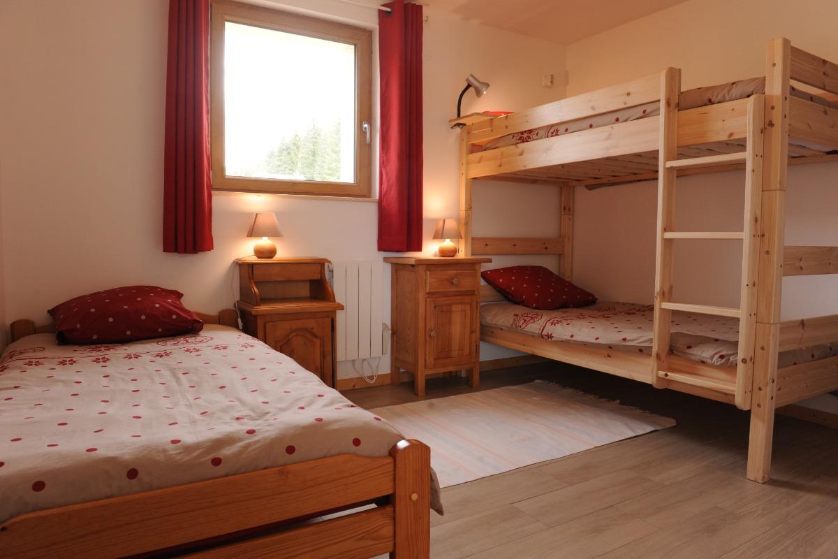Gîte La Pierre à Sel - 2ème chambre 3 lits - Location de vacances - Lélex
