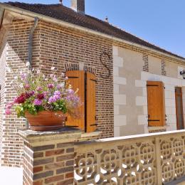 Vue sur l'extérieur et le salon de jardin - Location de vacances - Bucey-en-Othe