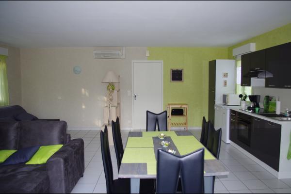 Une salle de vie spacieuse et fonctionnellle - Location de vacances - Dienville