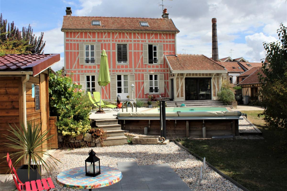 Vue générale de la façade avant de la maison  - Chambre d'hôtes - Sainte-Savine
