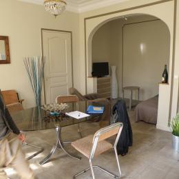 Le séjour et le salon au fond - Location de vacances - Troyes