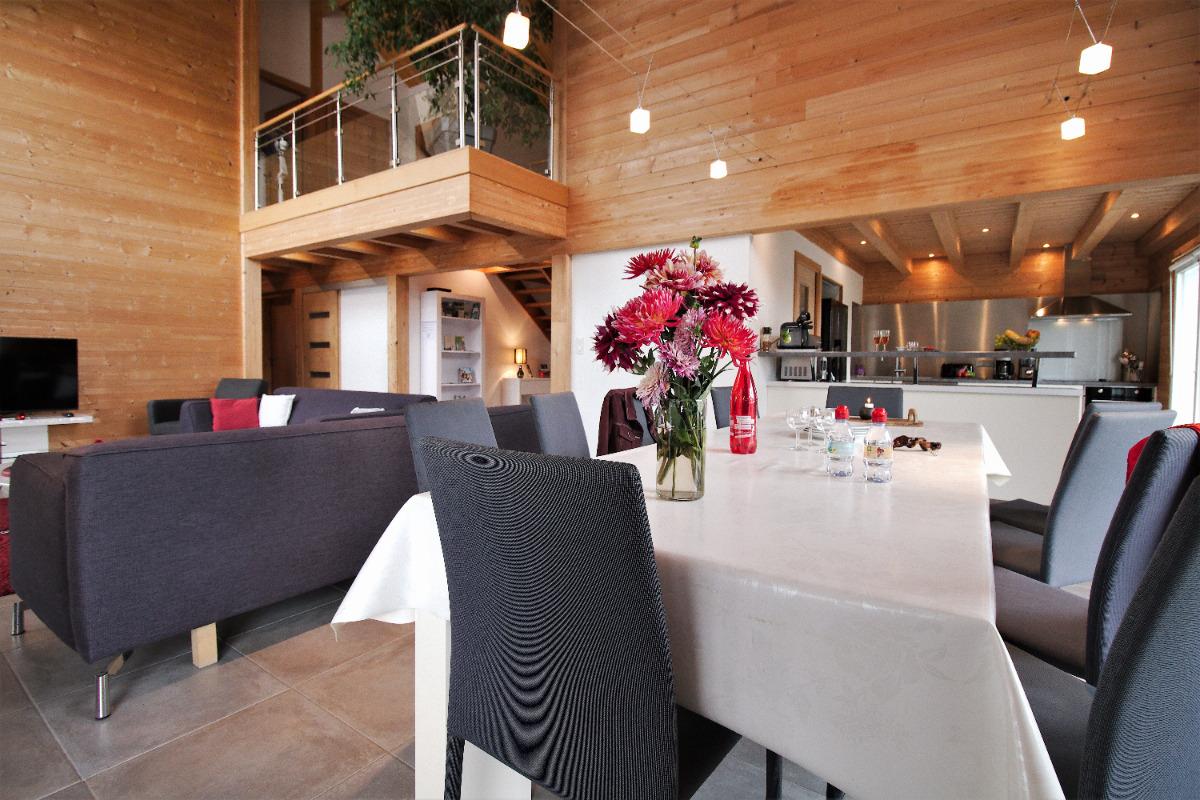 Une grande pièce à vivre de près de 50 m² regroupant un salon et une salle à manger - Location de vacances - Chavanges