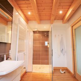 Sa salle de bain privative avec douche italienne 120 x 80 cm et douche de pluie, simple vasque et Wc. - Location de vacances - Chavanges