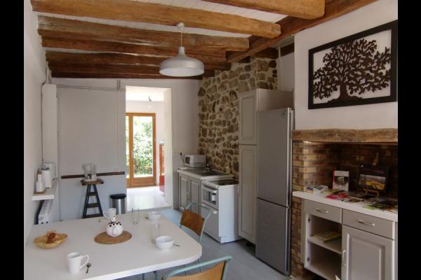cuisine avec accès jardin - Location de vacances - Ferreux-Quincey