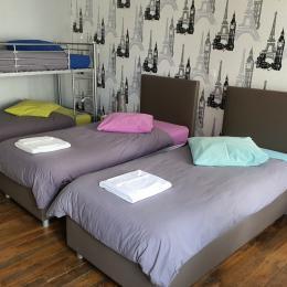 Chambre pour enfants 1er étage, lits jumeaux et lits superposés (90x200) - Location de vacances - Bar-sur-Aube