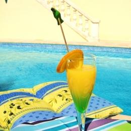 Cocktail à la piscine - Chambre d'hôtes - Cuxac-d'Aude