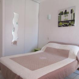 Chambre ( 3 couchages) - Location de vacances - Saint Pierre La Mer