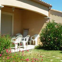 salon donnant sur la terrasse - Location de vacances - Villegailhenc