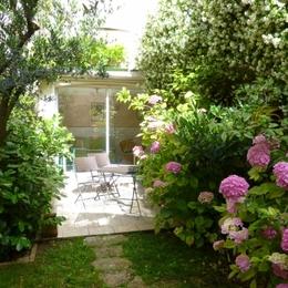 le studio donnant sur une terrasse fleurie - Location de vacances - Carcassonne