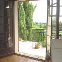 Séjour et accès chambre 3 - Location de vacances - Caunes-Minervois