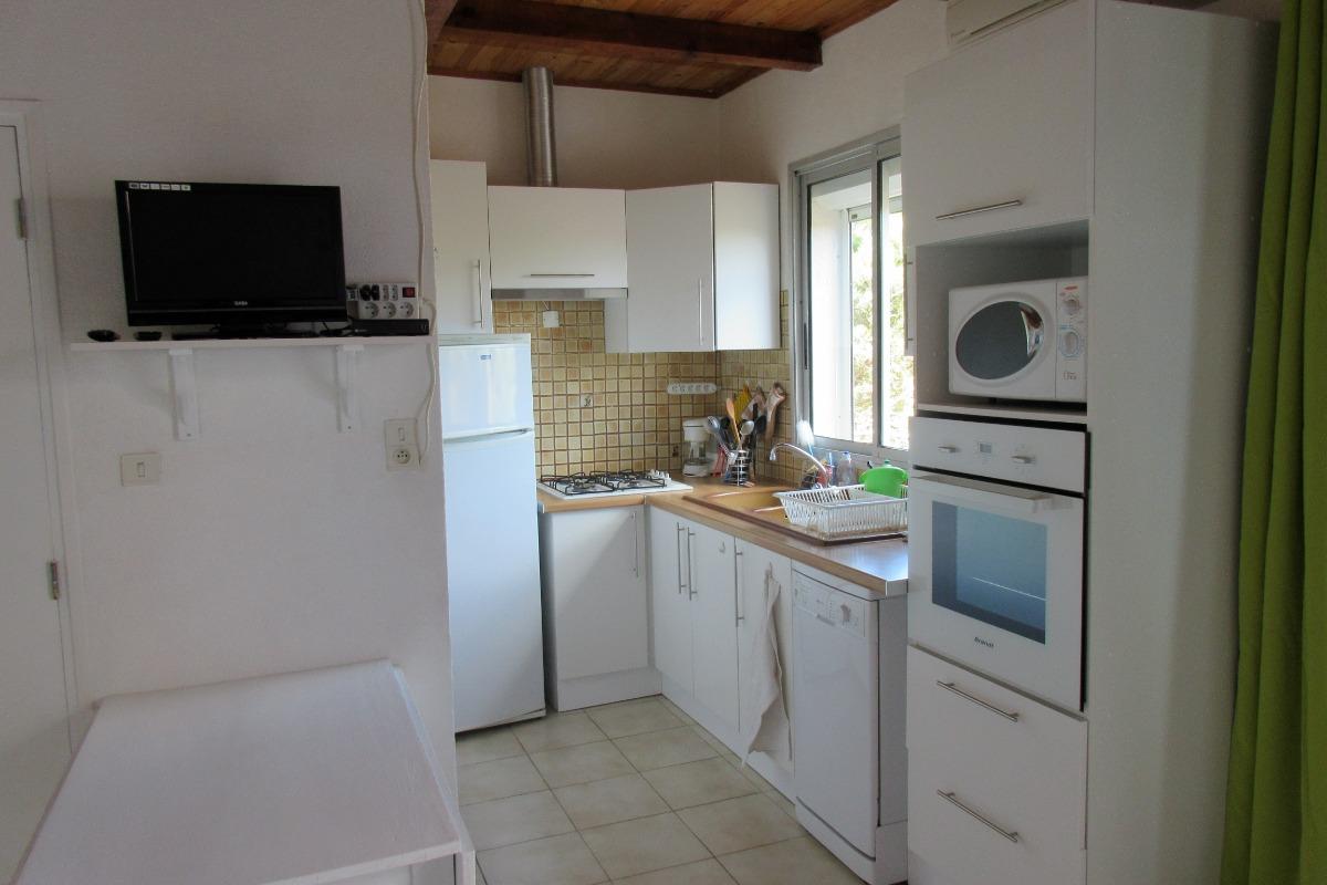 Cuisine ouverte sur le salon  - Location de vacances - Saint Pierre La Mer