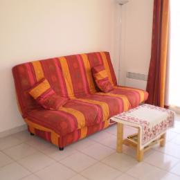 Coin séjour salon canapé clic-clac - Location de vacances - Saint Pierre La Mer