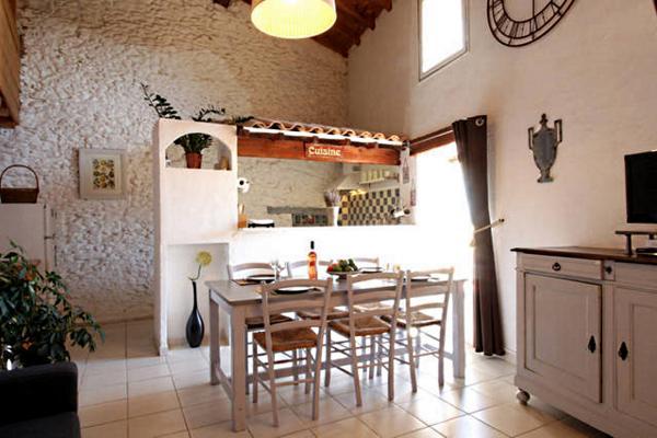 Grand salon sur cuisine ouverte - Location de vacances - Moussoulens