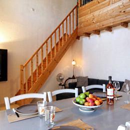 Grand salon salle à manger grande hauteur sous plafond - Location de vacances - Moussoulens