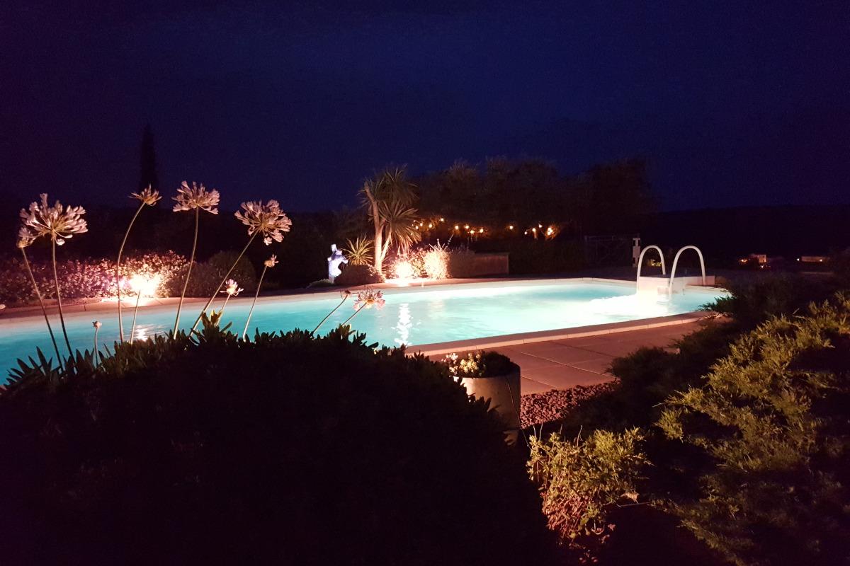 la piscine de nuit - Location de vacances - La Palme