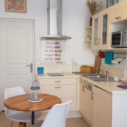 la cuisine entièrement équipée - Location de vacances - La Palme