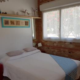 le coin nuit avec lit en 140 - Location de vacances - La Palme
