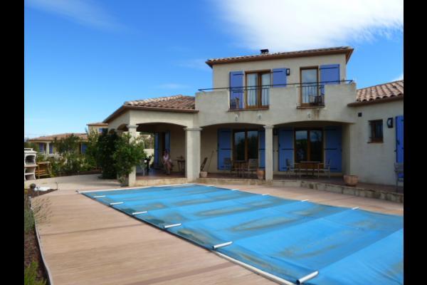 Vue piscine, façade, terrasse - Chambre d'hôtes - Saint-Laurent-de-la-Cabrerisse