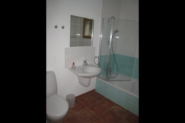 La Salle de bain privée de la chambre Leonardo - Chambre d'hôtes - Saint-Laurent-de-la-Cabrerisse