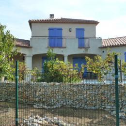 Vue de la façade de la villa - Chambre d'hôtes - Saint-Laurent-de-la-Cabrerisse