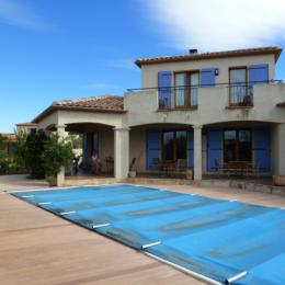 Vue de la piscine et de la terrasse couverte - Chambre d'hôtes - Saint-Laurent-de-la-Cabrerisse