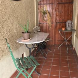 Autre vue du salon - canapé convertible - Location de vacances - Fabrezan