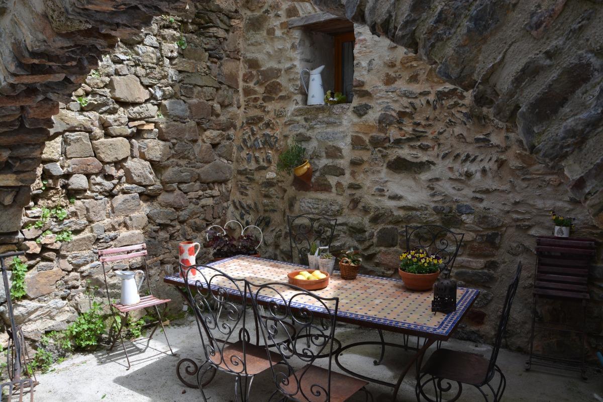 Une maison de caractère, avec sa cour privée. - Location de vacances - Palairac