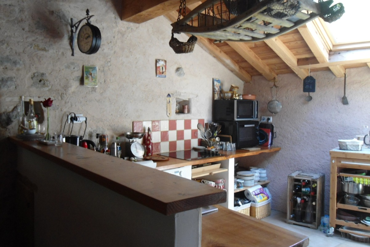 Côté cuisine ouverte - Location de vacances - Palairac