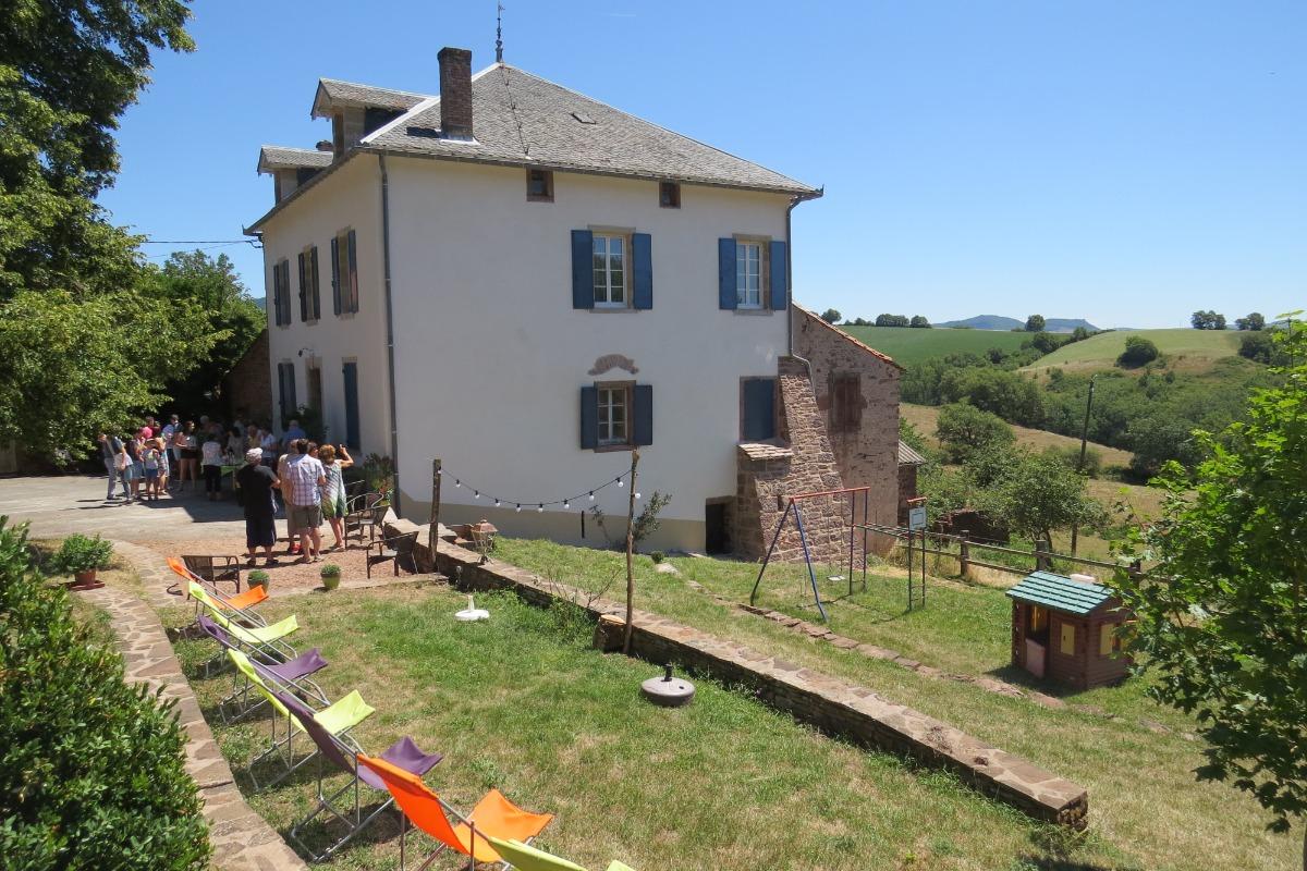 Maison et son jardin  - Location de vacances - Broquiès