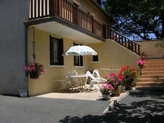 Guy PERSEC: gite Espalion (terrasse) - Location de vacances - Espalion